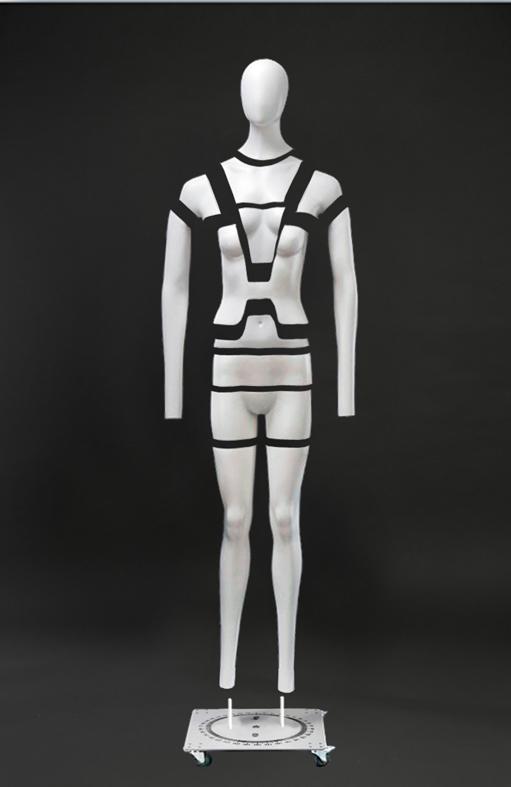 Женский манекен - невидимка для фотосъемки серии
